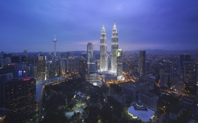 Grand_Hyatt_KUAGH_Skyline_with_Patronas_Twin_Towers_ in_ Malaysia