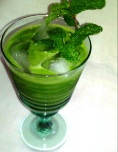 green-kale-juice-recipe-Sweet-leaf-drops-stevia