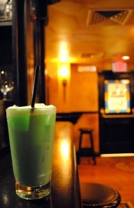 Leprecaun Leche-Boston-cocktail