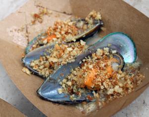 New-Zealand-Steamed-Green-Lip-Mussels-Epcot-F&W