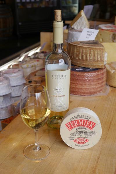 Piattelli Premium Reserve Torrontés & Fermier Camembert